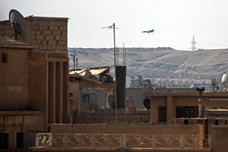 Sebuah pesawat MiG mendarat di kawasan Hawiqah, Deir Ezzor, Suriah pada 26 Februari 2013.