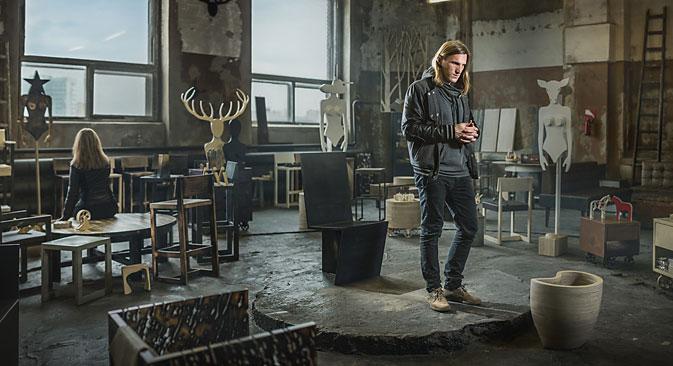 Archpole produce sedie, tavoli e arredamento per una clientela di fascia media.