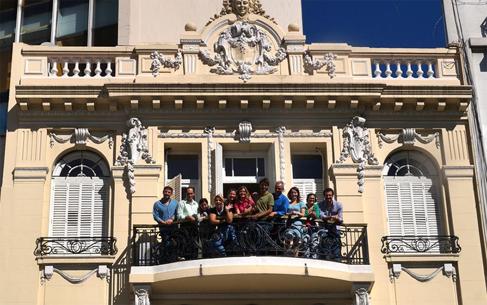 Estudiantes en la Casa de Rusia, Buenos Aires.