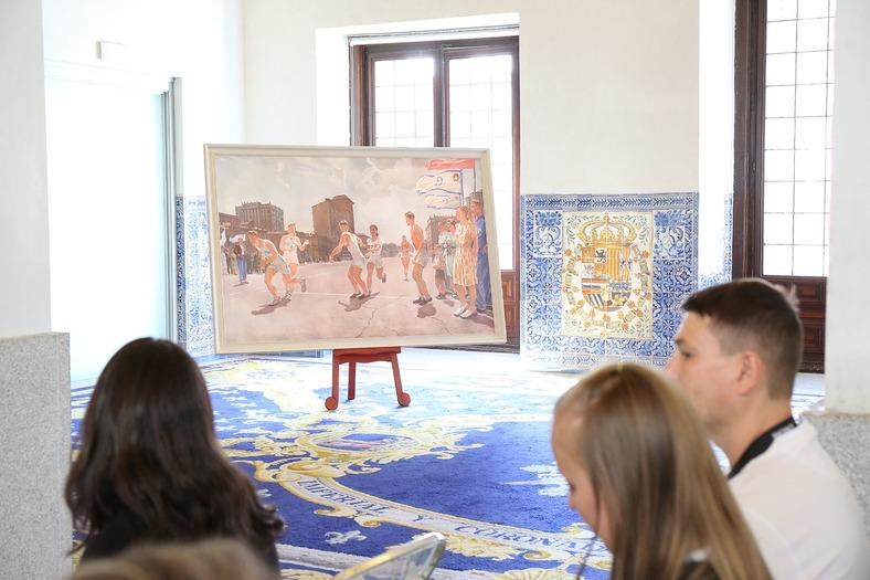 En la casa de la Panadería de la Plaza Mayor de Madrid se expusieron cuadros realistas.
