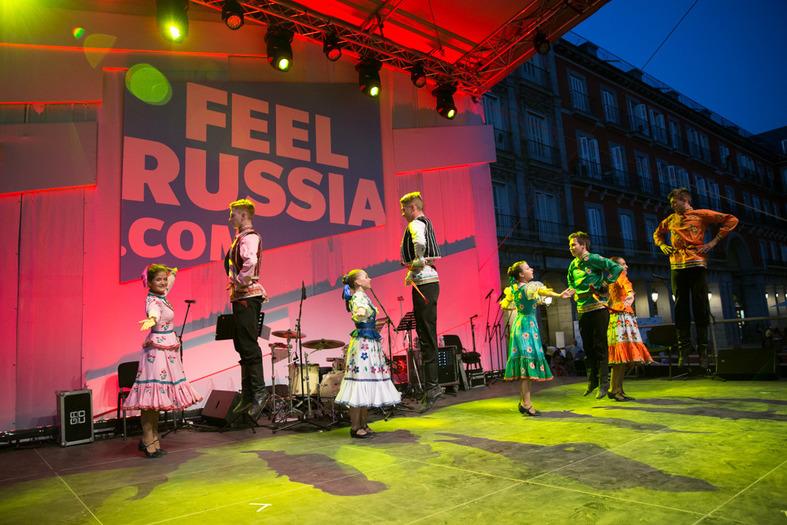 El grupo 'Kalinka' hizo una presentación de bailes tradicionales. Fundado por el maestro Alexander Fillipov realiza una importante labor en la preservación de las artes tradicionales.