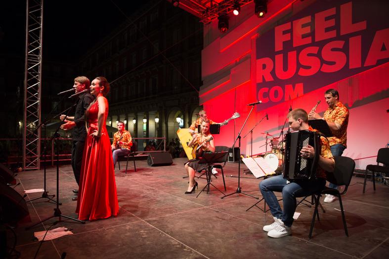 Junto a ella estuvo el también solista del Teatro Mariinski, Denís Sedov, acompañados por el grupo Bis-Quit, un innovador y aclamado grupo que mezcla la música tradicional con el jazz.