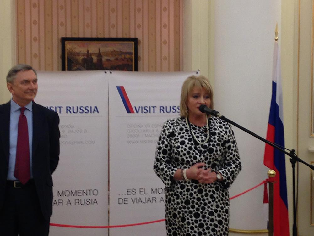 Embajador de Rusia en España, Yuri Korchagin, y viceministra de Cultura de Rusia, Alla Manílova, durante la inauguración de la oficina Visit Russia en Madrid.
