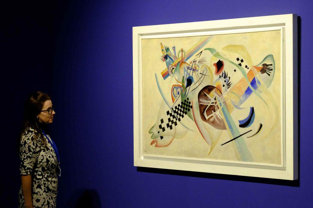 Y. V. Kandinsky, Sobre fondo blanco I(1920).Fuente:Servicio de prensa\n