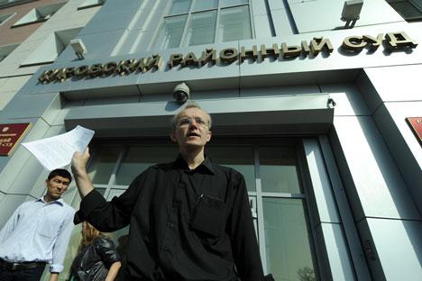 El candidato a la alcaldía de Ástrajan, Oleg Shein, dio por terminada la acción de protesta contra los resultados de las elecciones municipales anunciando que había conseguido lo que esperaba y que a partir de ahora va a luchar a través de los tribun