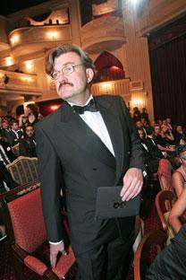 El periodista Yevgeni Kiseliov en la entrega de premios de la revista GQ. Fuente: Kommersant.