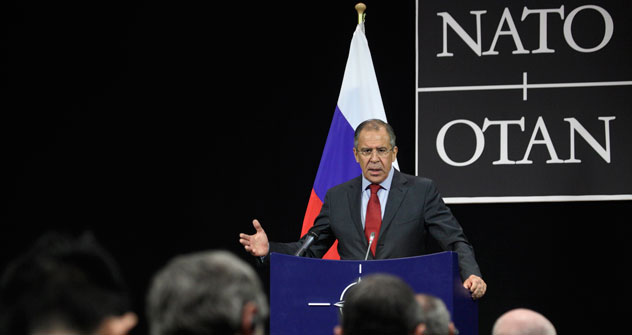 Serguéi Lavrov propuso  de nuevo a la Alianza establecer jurídicamente en la resolución final de la cumbre de Chicago una posición sobre la no direccionabilidad de los EuroPRO contra Rusia. Fuente: AP