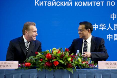 El viceprimer ministro ruso Igor Shuválov y el de China, Li Keqiang. Fuente: Zuma/LegionMedia