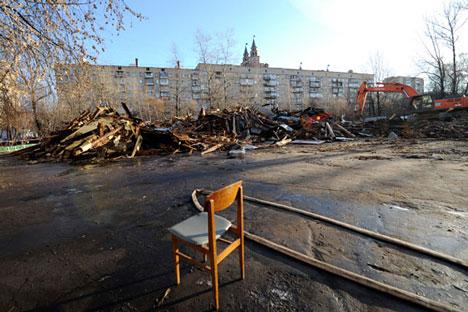 El centro cultural Octubre de la calle Malinóvskogo al noroeste de Moscú fue derribado el pasado día 18 de noviembre de 2011. Fuente: RIA Novosti.