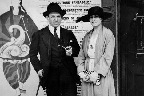 Picasso con su primera esposa Olga.