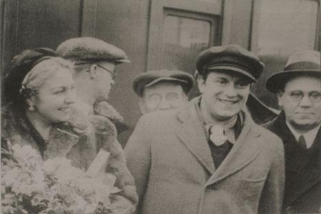 Maria Teresa León y Rafael Alberti con el poeta soviético Samuíl Marshak en 1937.