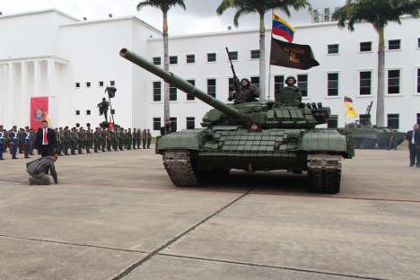 Tanques venezolanos en el palacio de Miramar. Fuente: Reuters.