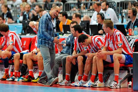 Talant Duishebáev anima a su equipo. Fuente: Legion Media.