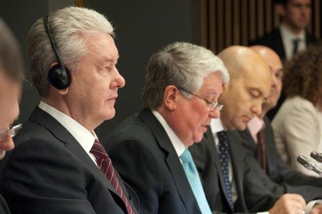 El alcalde de Moscú, Serguéi Sobianin, junto al vicepresidente primero de la CEOE, Arturo Fernández, y el secretario de Estado de Comercio, Jaime García-Legaz.