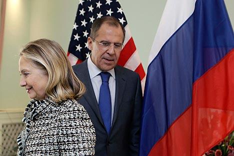 Serguéi Lavrov y Hillary Clinton. Fuente: AP
