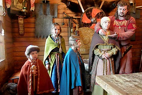Vestidos medievales para la representación histórica. Fuente: Ricardo Marquina Montañana/ Rusia Hoy.