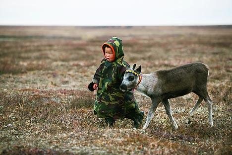 se puede ir al distrito de Yamalo-Nenetsia para conocer el colorido nacional de los pueblos indígenas, a la pesca, hacer alpinismo, senderismo, conocer los ríos y practican ski. Fuente: Alamy/ Legion Media.