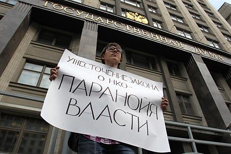 """Demo vor der Staatsduma: """"Verschärfung des NGO-Gesetzes ist Paranoia der Macht"""". Foto: RIA Novosti / Evgueni Biyatov"""