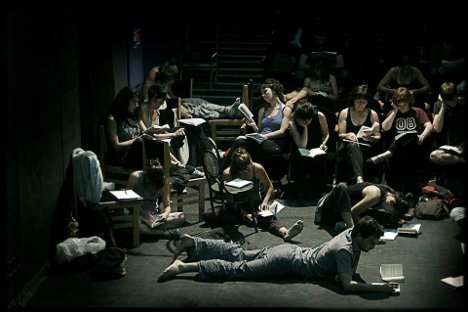 Repaso de una escena para improvisar en las clases de interpretación. Fuente: Teatro Rojo.