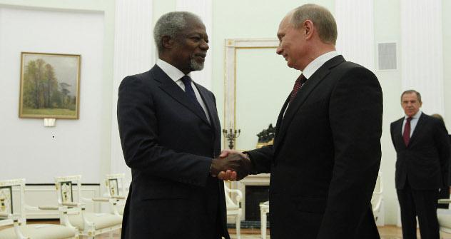 Vladímir Putin se reúne con el enviado especial de la Liga Árabe, Kofi Annan. Fuente:  Mijaíl Klimentiev/ RIA Novosti