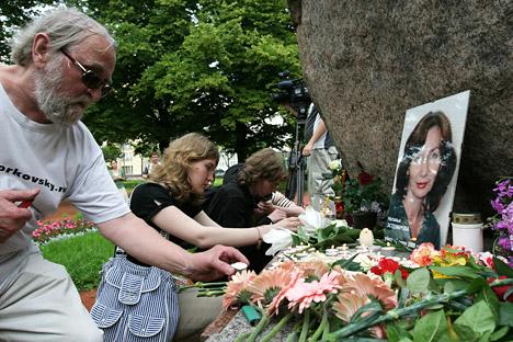 Acto en memoria de Natalia Estemírova, periodista y activista pro derechos humanos asesinada en 2009. Fuente: PhotoXPress.