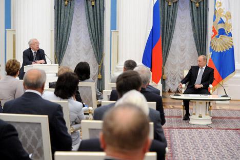 Reunión de Vladímir Putin con los defensores del pueblo de diversas regiones de Rusia. Fuente: ITAR-TASS.