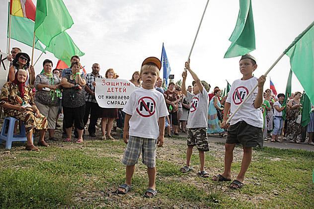Numerosos ciudadanos han mostrado su rechazo a los planes de la Compañía  Minera y Metalúrgica de los Urales (UMMC). Fuente: RIA Novosti.