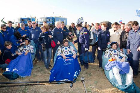 La 32ª tripulación de la ISS aterriza sana y salva en estepas de Kazajstán. Fuente: AP