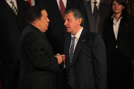 El presidente de Venezuela Hugo Chavez y el presidente de ROSNEFT Ígor Sechin. Fuente: Prensa precidencial.