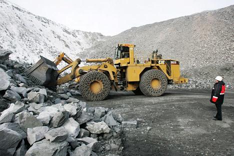 El 39 % de los encuestados considera que en los próximos dos años el mayor flujo de inversión se dirigirá hacia el sector de la industria minera y petrolífera. Fuente: PhotoXpress