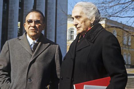 Dolores Ibárruri con Santiago Carrillo en el Palacio de Congresos, en las cercanías del Kremlin en 1971, donde se celebraba un congreso del PCUS. Fuente: RIA Novosti/ Vladímir Akimov.