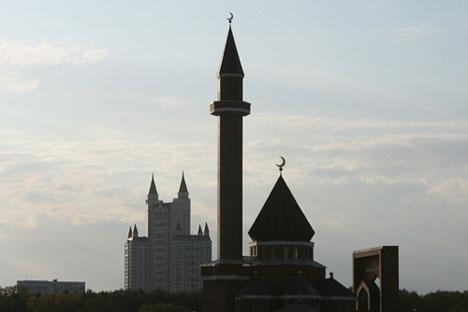 """Los activistas llamaron a los """"no indiferentes"""" a reunirse para expresar su oposición a la construcción de mezquitas. Fuente: PhotoXpress."""
