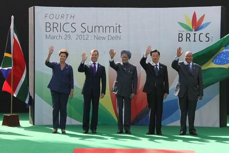 El expresidente de Rusia Dmitri Medvédev en la última cumbre de los BRICS en Nueva Delhi, India. Fuente: Reuters / Vostock Photo.
