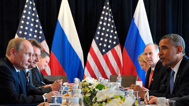 Tras el fin de la Guerra Fría, las investigaciones sobre la opinión pública muestran que en ambos países disminuyó la percepción del otro como el enemigo. Fuente: AP.