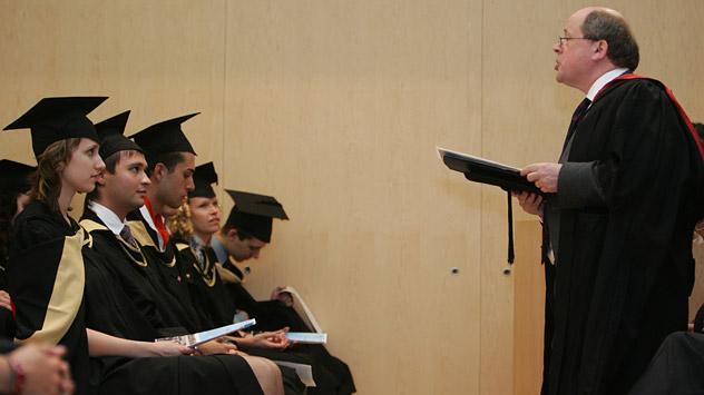 En la realidad rusa el sistema de grado/postgrado es bueno solo sobre el papel. Fuente: PhotoXpress