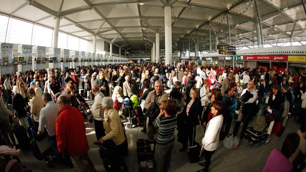 La crisis española está obligando a muchas personas a emigrar. Fuente: Reuters / VostockPhoto.