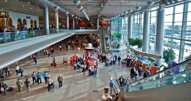 Rusos vuelven desde el exterior. Fuente: flickr / LuisJouJR.