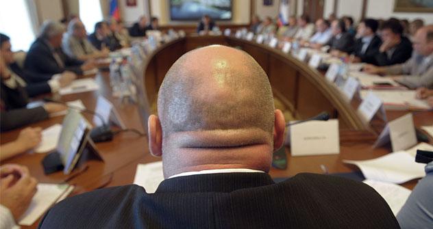 Con Vladímir Putin se decidió reforzar la motivación y la eficiencia del trabajo de los funcionarios. Fuente: kommersant.