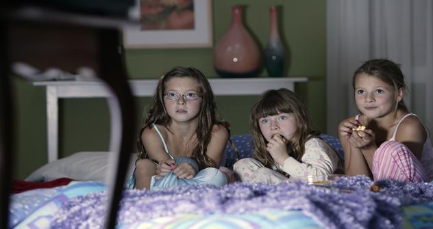 Hay mucha información que no se puede mostrar a los niños menores de cierta edad. Fuente: Gettyimages / Fotobank