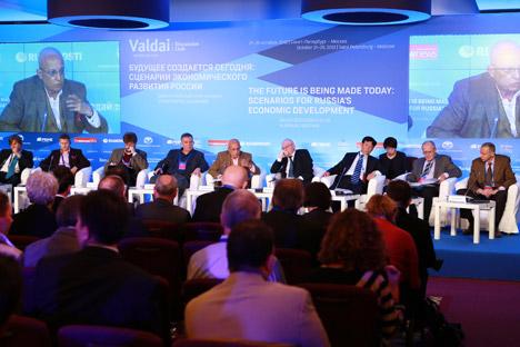 Expertos del Club Valdái se reúnen en San Petersburgo para dialogar acerca del futuro económico del país. Fuente: AntonDenisov / RIA