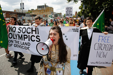 """""""No a los Juegos Olímpicos de Sochi en la tierra de genocidio"""". Fuente: Reuters / Vostock Photo."""