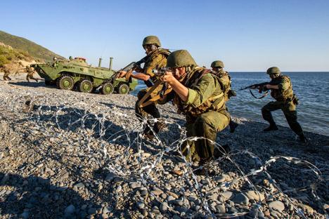 Desembarco de soldados durante las maniobras. Fuente: ITAR-TASS.