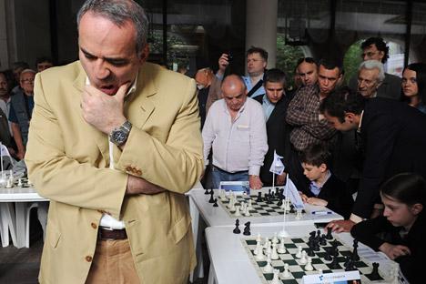 Garri Kasparov durante una partida. Fuente: Vladímir Viatkin/RIA Novosti.