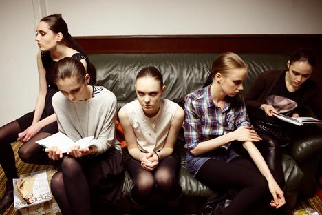 Otro negocio en el que los jóvenes talentos a menudo ganan más que sus padres es en la participación en películas y series de televisión. Fuente: Elena Pochetova.