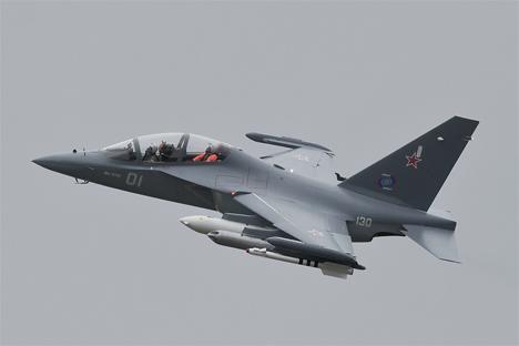 "Yakovlev. ""Yak-130"". Fuente: flickr / Adrian."
