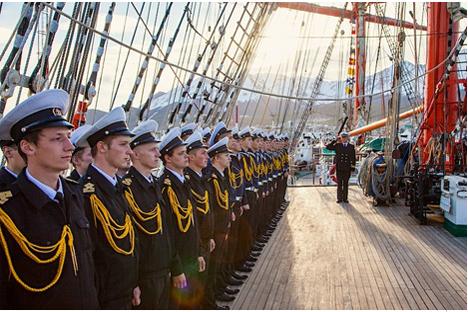 La tripulación del Sedov. Fuente: Vasilevski.