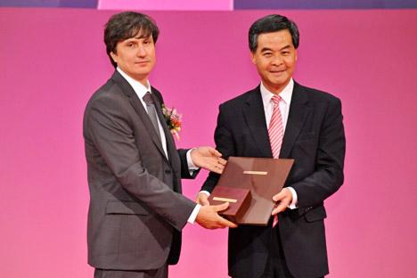 Maxim Kontsévich recibe el Shaw Prize. Fuente:  The Shaw Prize Foundation.