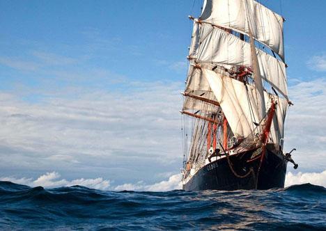 Tras zarpar de Ushuaia, cruza en Cabo de Hornos y se dirige hacia Valparaíso. Fuente: Valeri Vasilevski.