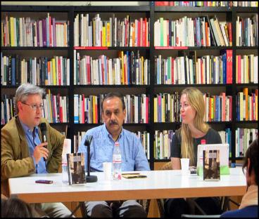 Imagen tomada durante la presentación en Barcelona. De izquierda a derecha, Javier Jiménez (editor de Fórcola), Jorge Bustamante (editor y traductor del libro) y Marta Rebón (crítica literaria y traductora) Fuente: Natalia Bustamante.
