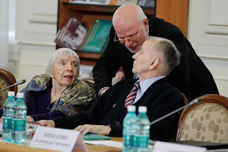 La directora del Moscow Helsinki Group, Ludmila Alexéeva (a la izquierda). Fuente: ITAR-TASS